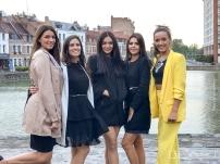 Devant l'ancien port commercial de Lille, avec à gauche une dauphine de Miss International France 2017, Eloise LEMAN, et à droire, Pauline Leullieux, Miss Asia Pacific International 2016 (gérée aussi par le comité Miss Roubaix)