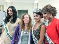 Pendant l'élection, avec Marlene SGARD, conseillere municipale de Lyz-les-Lannoy, avec Khaoula Najine (Miss International France 2016) et Nathalie Mogbelzada (Miss International Pays-Bas 2017), au théatre Pierre de Roubaix