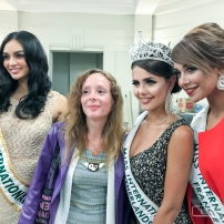 Pendant l'élection, avec Marlene SGARD, conseillere municipale de Lyz-les-Lannoy, avec Khaoula Najine (Miss International France 2016) et Nathalie Mogbelzada (Miss International Pays-Bas 2017), au théatre Pierre de Roubaix