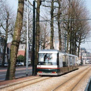 Autour_du_tramway_Mongy_-_Le_tramway_sur_le_boulevard_du_Général_de_Gaulle_1